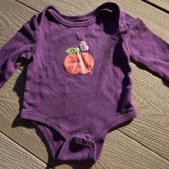 Cache- couche pomme mauve fille bébé
