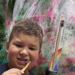 Brosse à dent coloré en bambou de chez The Future is Bamboo